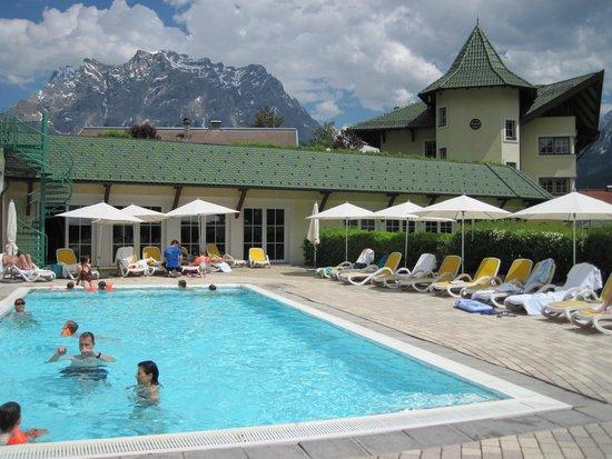 Leading Family Hotel & Resort Alpenrose: piscine extérieure