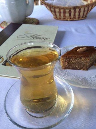 Bakinskiy Boulevard: Зеленый чай с пахлавой