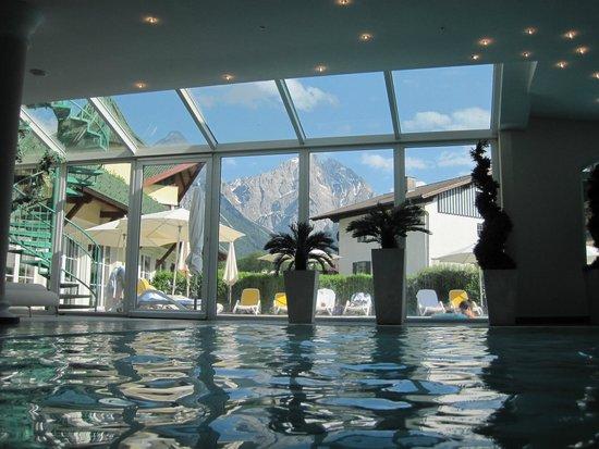 Leading Family Hotel & Resort Alpenrose: vue de la piscine intérieure