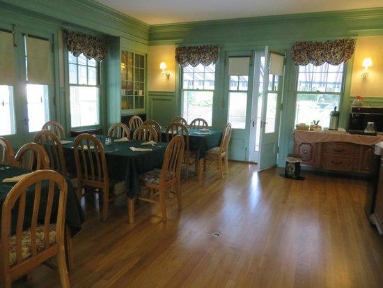 The Brewster Inn: Dining Room