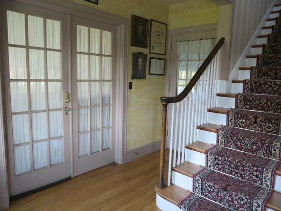 The Brewster Inn : Main Entryway
