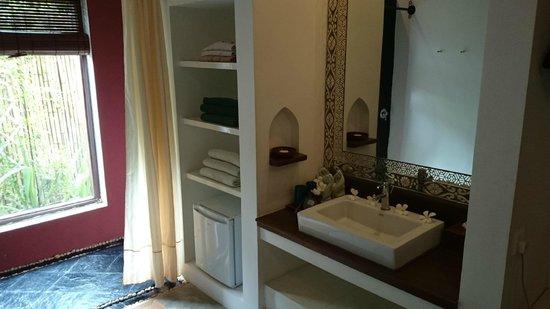 Blue Bird Hotel : La salle de bain