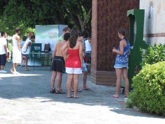 Hillside Beach Club: Area de recreação
