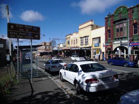 The Three Sisters: Katoomba city center