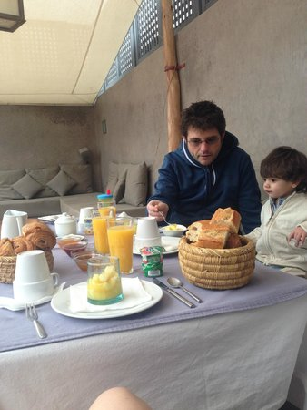 Riad Awa: Breakfast on the roof