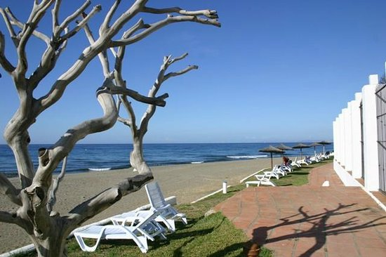 Club Marmara Marbella: plage devant hötel