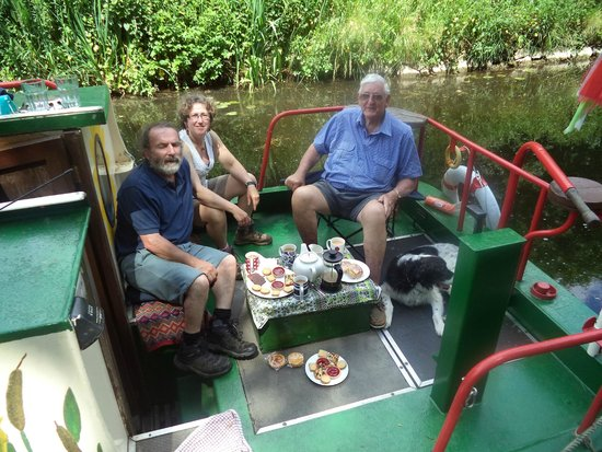 Larry's Barge - Day Tours: Larry,Georgina,Flint and Rob relaxing on the barge