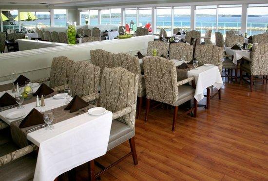 Atlantica Oak Island Resort & Conference Centre : La Vista Dining Room overlooking beautiful Mahone Bay