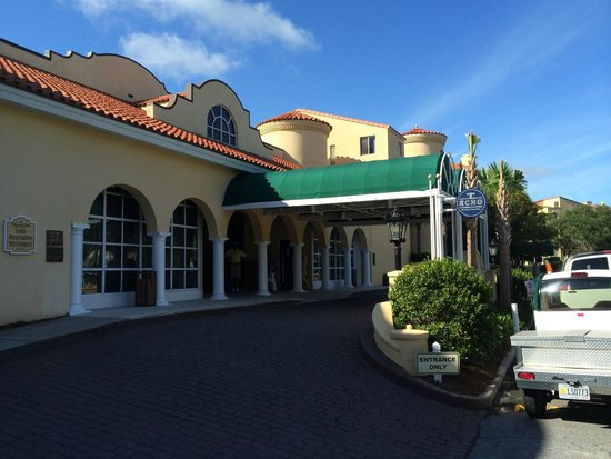 The King and Prince Beach and Golf Resort : The King and Prince Beach Resort Entrance