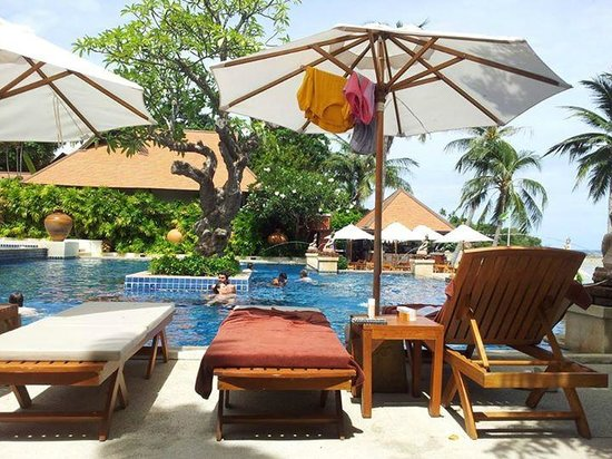 Renaissance Koh Samui Resort & Spa: Pool over-looking beach