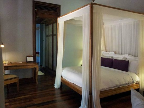 Renaissance Koh Samui Resort & Spa: super plush 4-post bed