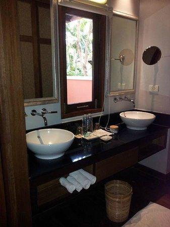 Renaissance Koh Samui Resort & Spa: his'n'hers sinks