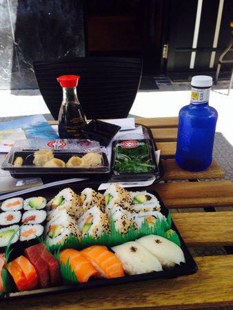 Sushi Artist: Comida para un 6.