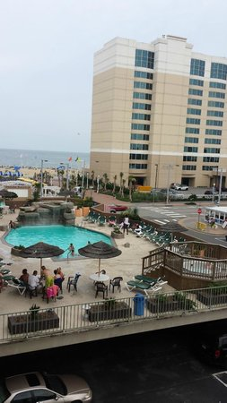 Days Inn Virginia Beach at the Beach: View of the pool from the Terrace