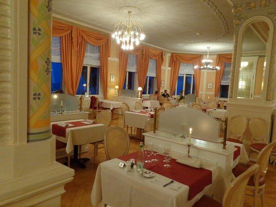 Grand Hôtel des Rasses : Der gediegene Speisesaal zu fortgeschrittener Stunde