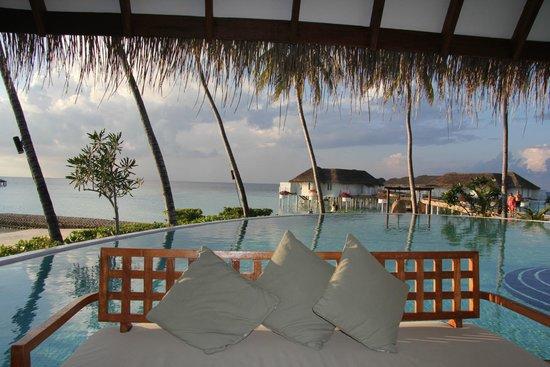 Centara Grand Island Resort & Spa Maldives: Nice view club pool area