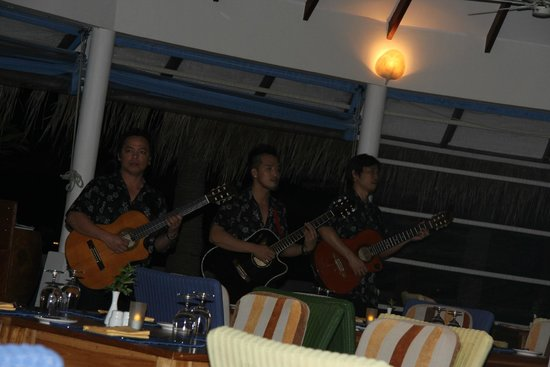 Centara Grand Island Resort & Spa Maldives: Really nice band playing every night