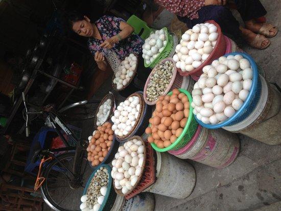 Hanoi Urban Adventures: Market tour part