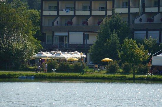 Hotel Miramonti: Hotel visto dal lago