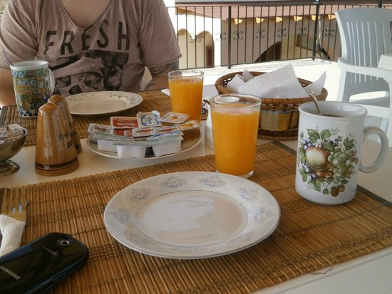 Five Fingers Holiday Bungalows: breakfast is always geogouse