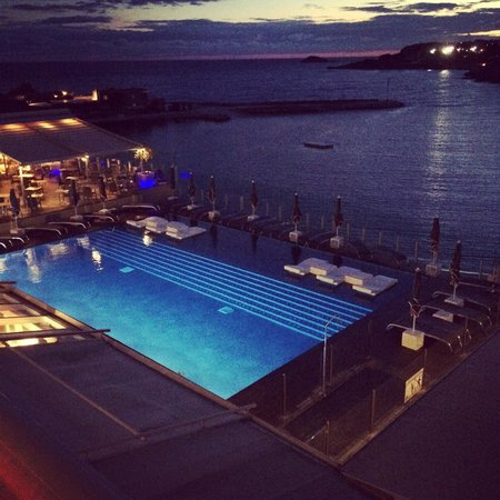 Ile Rousse Hotel Thalazur Bandol: La nuit.