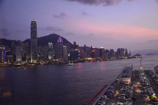 Marco Polo Hongkong Hotel: 部屋からの景観。マジックタイム。