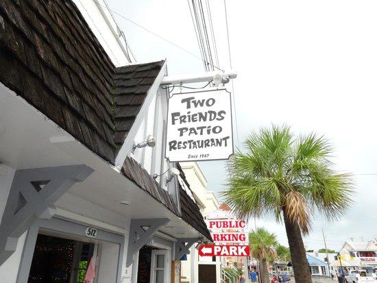 Two Friends Patio Restaurant: Вход