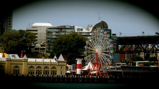 The Australian Heritage Hotel: Across the water, pretty area, close by, accessible by inexpensive regular ferries
