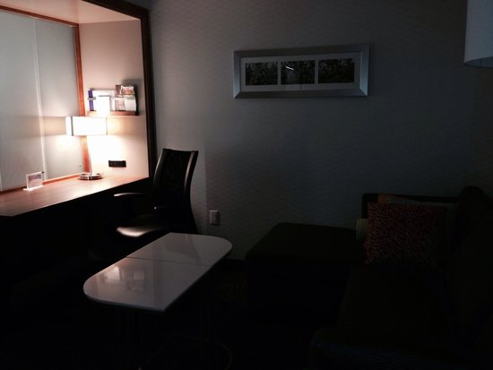 SpringHill Suites Bloomington : Work area