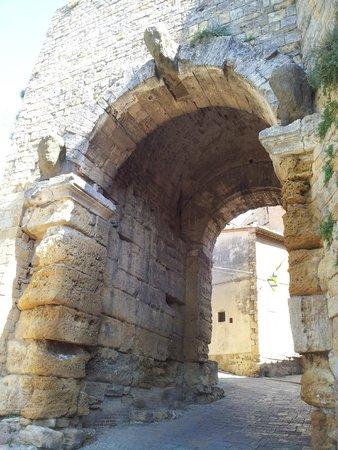 Porta all'Arco: Dall'esterno delle mura
