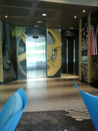 ibis Geneve Centre Nations: Stylish elevator