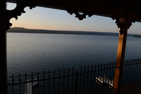 Steamboat Castle Bed & Breakfast : Keuka Lake, early morning from the Lulu balcony