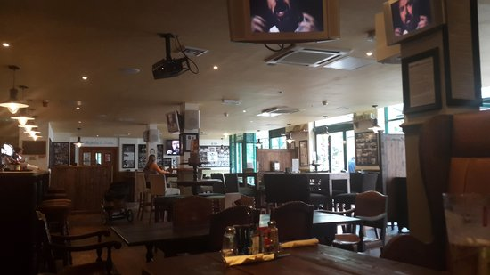 The Grand Hotel Swansea: hotel sports bar