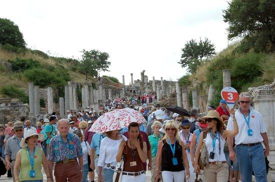 Vieille ville d'Éphèse : Crowded Curetes Street at Ancient Ephesus