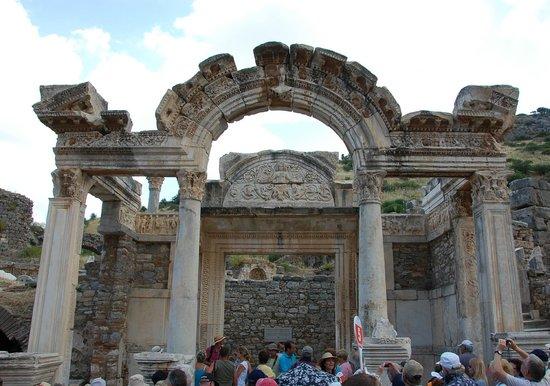Vieille ville d'Éphèse : Hadrian's Gate at Ephesus