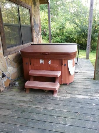 Laurel Mountain Cabins: Hot Tub