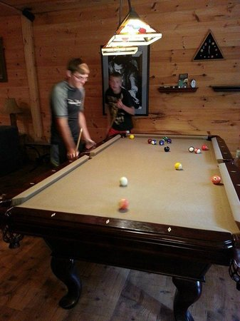 Laurel Mountain Cabins: Game Room