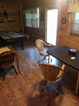 Laurel Mountain Cabins : Game Room
