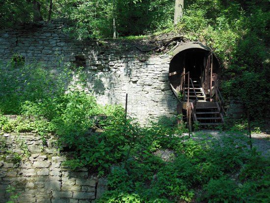 Lockport Cave and Underground Boat Ride: LOCKPORT CAVE entrance