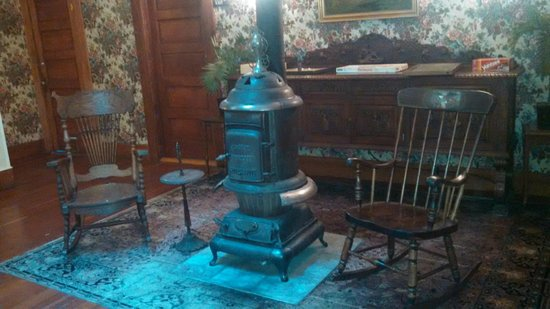 The 1880 Union Hotel: Little sitting area around an old heater stove