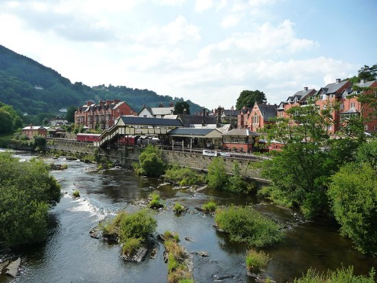White Waters Country Hotel: Llangollen from its bridge over the Dee.