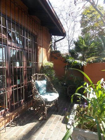 Uxolo Guesthouse Johannesburg: Front porch
