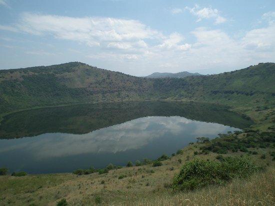 Queen Elizabeth National Park: crater lake