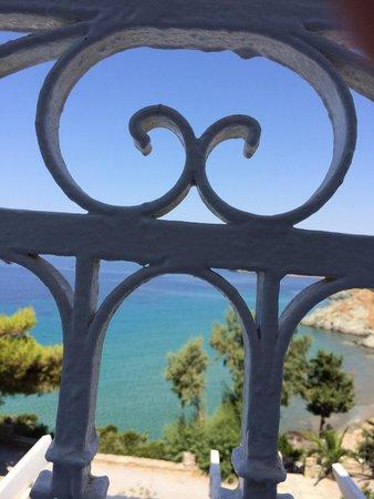 Aneroussa Beach Hotel: Desde el habitación 222