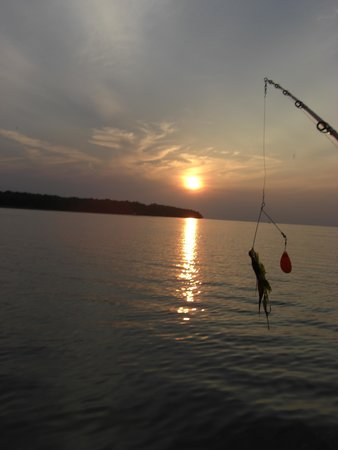 McQuoid's Inn & Event Center: Beautiful Lake to fish on