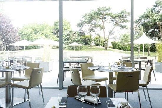 Novotel Pau Pyrénées : le restaurant et le parc