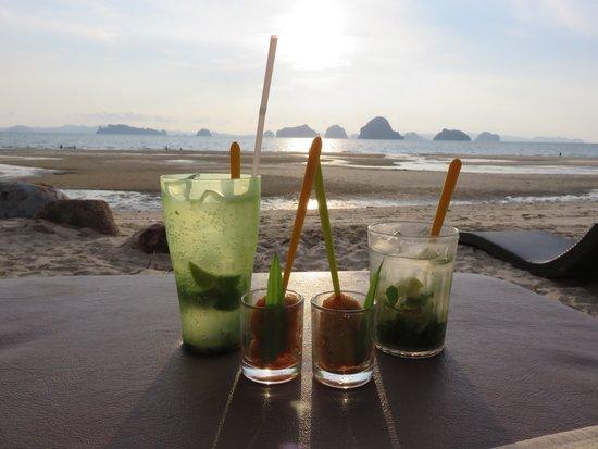 Amari Vogue Krabi: Afternoon beverage with complimentary chicken skewer