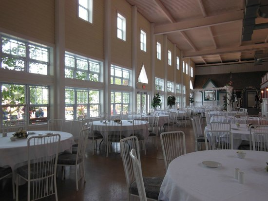 Lockport Locks & Erie Canal Cruises: EATING AREA NEAR BOAT