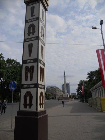 Freedom Monument (Brivibas Piemineklis): una bella immagine dal corso principale