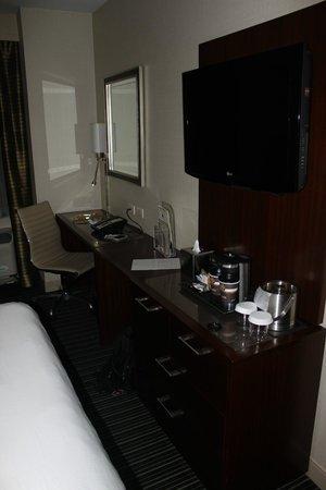 DoubleTree by Hilton Hotel New York City - Financial District: TV,Ücretsiz kahve makinesi